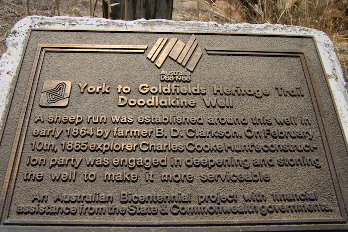 Plaque at Doodlakine Well.